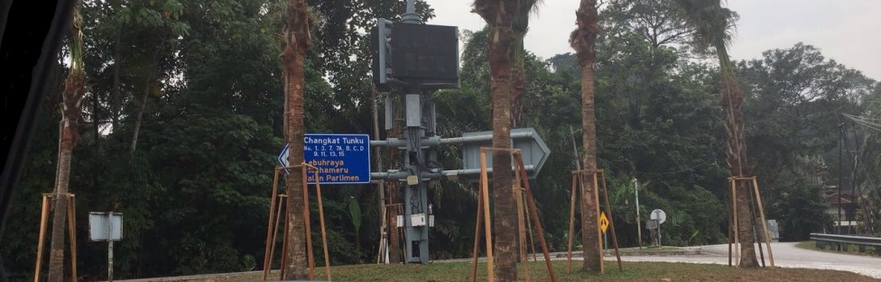Ada kah ini satu lagi kes pembaziran duit rakyat; di bulatan jalan dekat rumah Speaker?